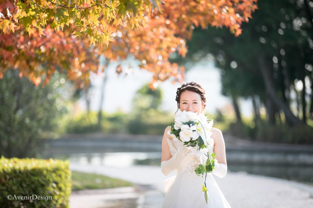 フォトウェディング|花嫁と紅葉